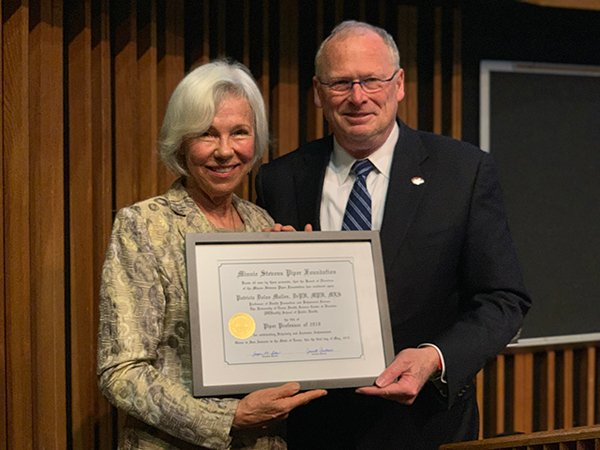 Photo of Patricia Dolan Mullen, DrPH, MPH, MLS and Eric Boerwinkle, PhD, with Mullen's Piper Professor award